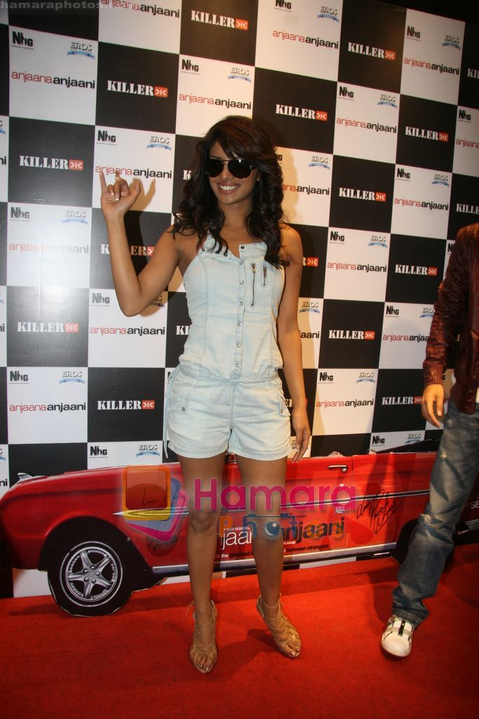 Priyanka Chopra promote Anjaani Anjaani in Killer Store on 19th Sept 2010