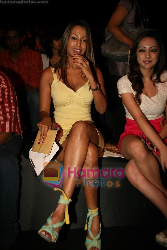 Kashmira Shah at Lakme Winter fashion week 2010 day 3 on 19th Sept 2010