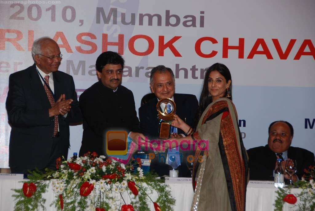 Vidya Balan at Priyadarshni Award in Mumbai on 19th Sept 2010