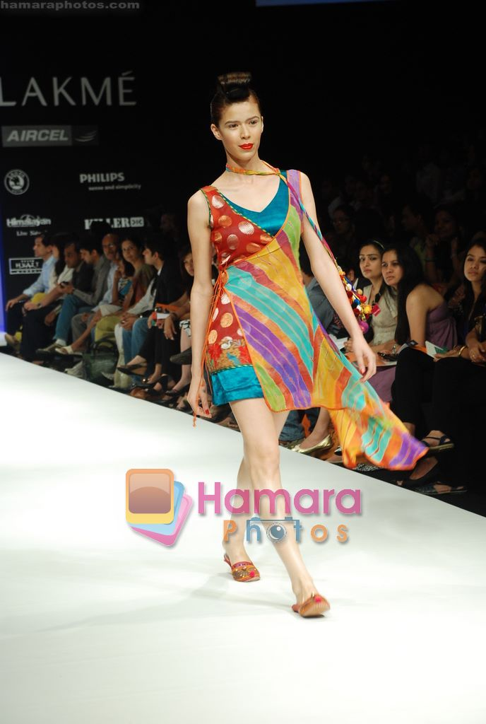 Model walks the ramp for Purvi Doshi Show at Lakme Winter fashion week day 3 on 19th Sept 2010