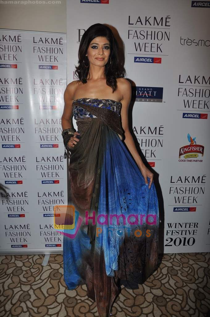 Pooja Batra at Lakme Winter fashion week 2010 day 3 on 19th Sept 2010