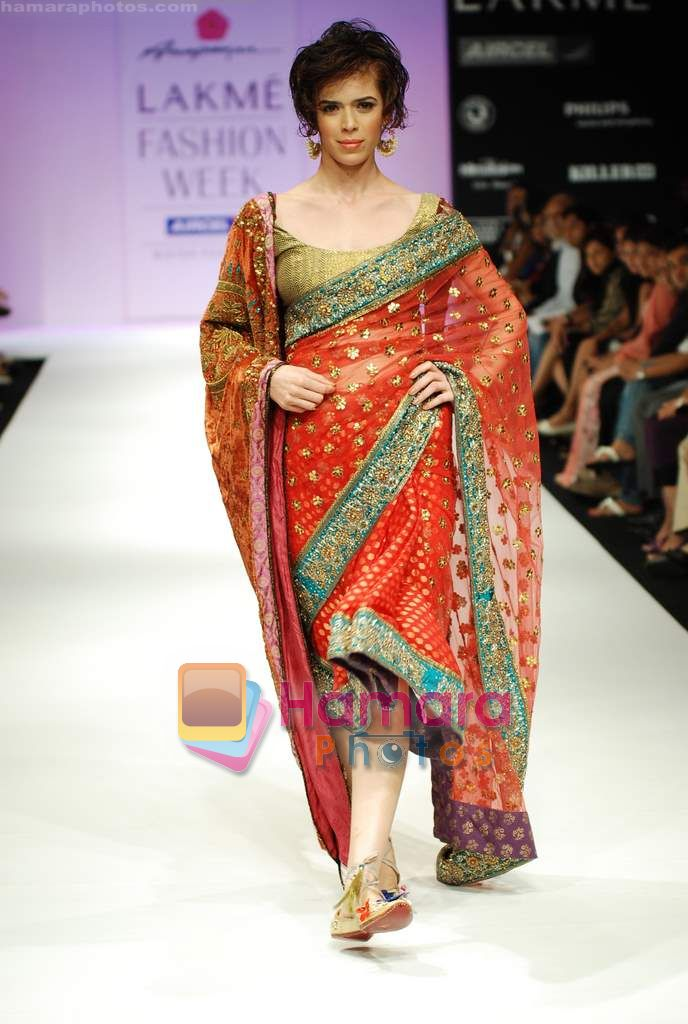 Model walks the ramp for Anupamaa Show at Lakme Winter fashion week day 3 on 19th Sept 2010