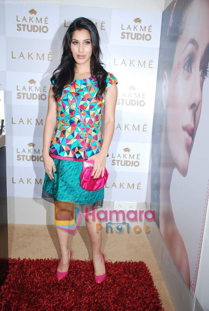 Sophie Chaudhary at Lakme Winter fashion week 2010 day 3 on 19th Sept 2010