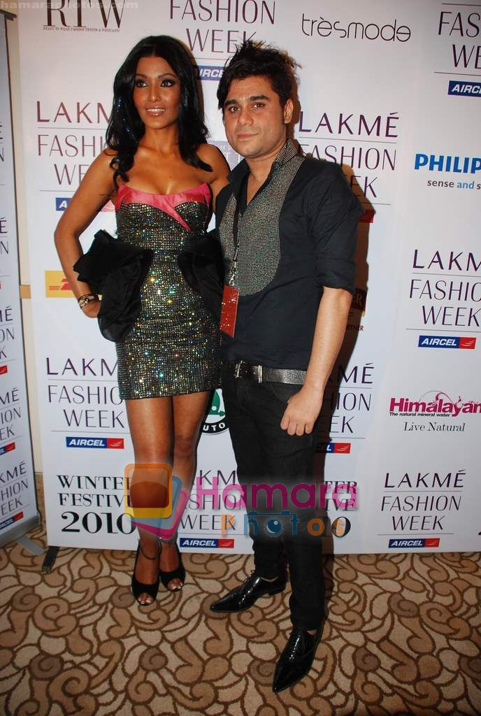 Koena Mitra at Lakme Winter fashion week 2010 day 3 on 19th Sept 2010
