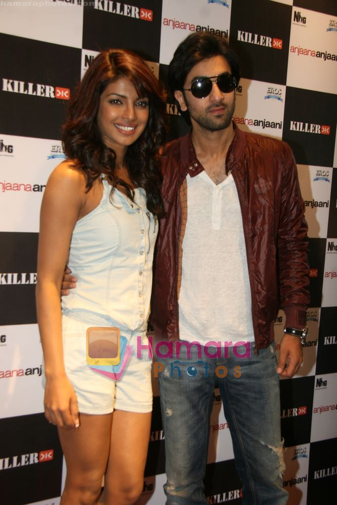 Ranbir Kapoor, Priyanka Chopra promote Anjaani Anjaani in Killer Store on 19th Sept 2010