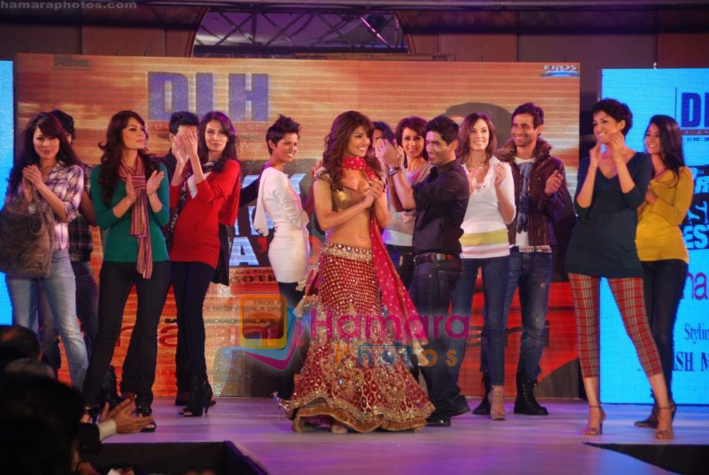 Priyanka Chopra walks the ramp for DHL Anjaana Anjaani show by Manish Malhotra in J W Marriott on 21st Sept 2010