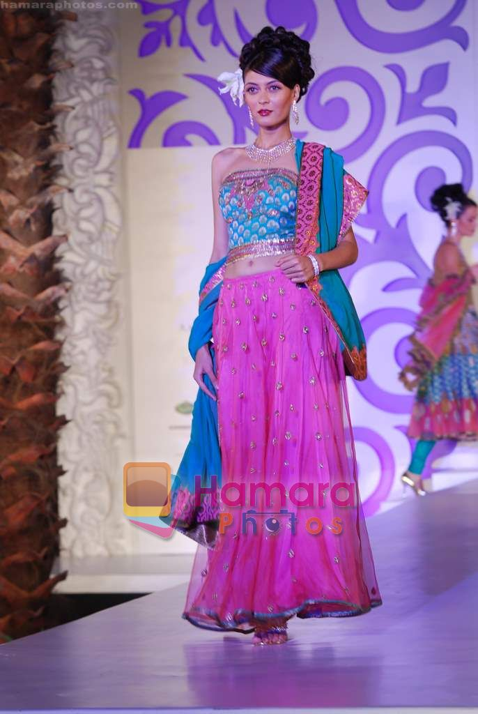 Model walks the ramp for Ashima Leena at Aamby Valley India Bridal Week day 4 on 1st Nov 2010