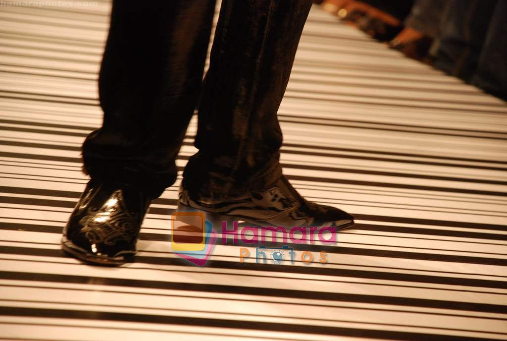 Model walk the ramp for Deepak Shah Show at The ABIL Pune Fashion Week Day 3 on 20th Nov 2010