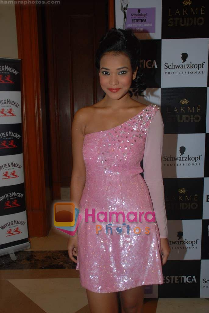 at Estetica Couture Awards in j W Marriott on 22nd Dec 2010