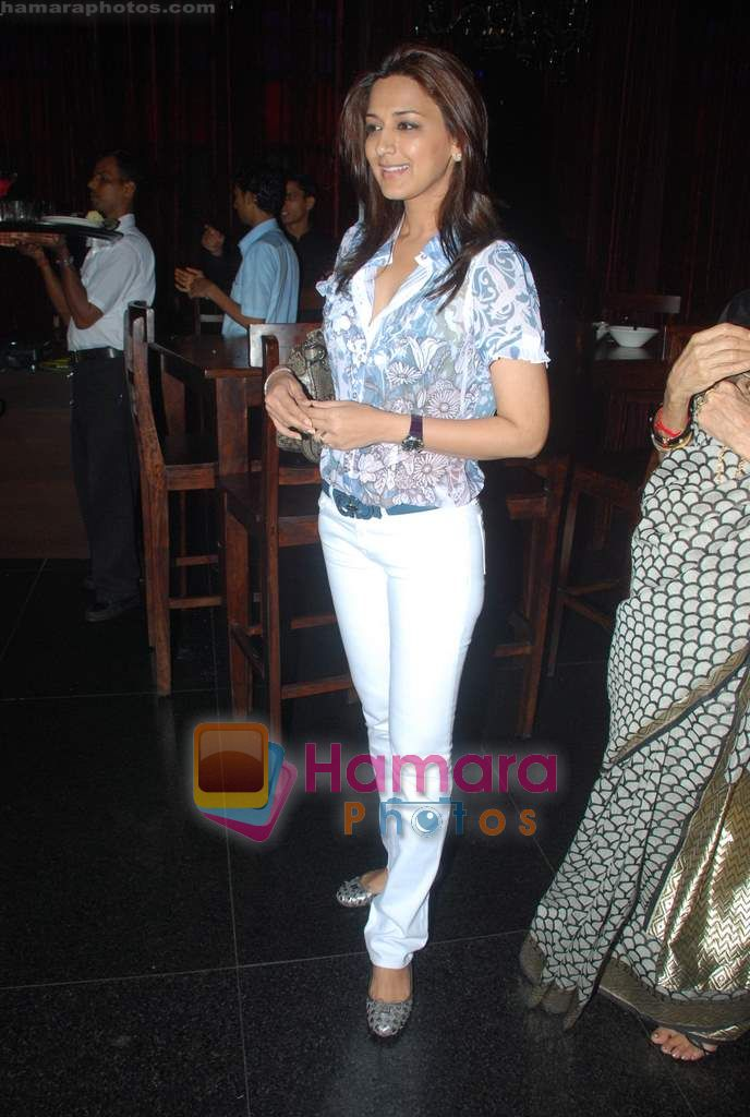 Sonali bendre celeberates chritmas with children at Veda, Palladium on 26th Dec 2010
