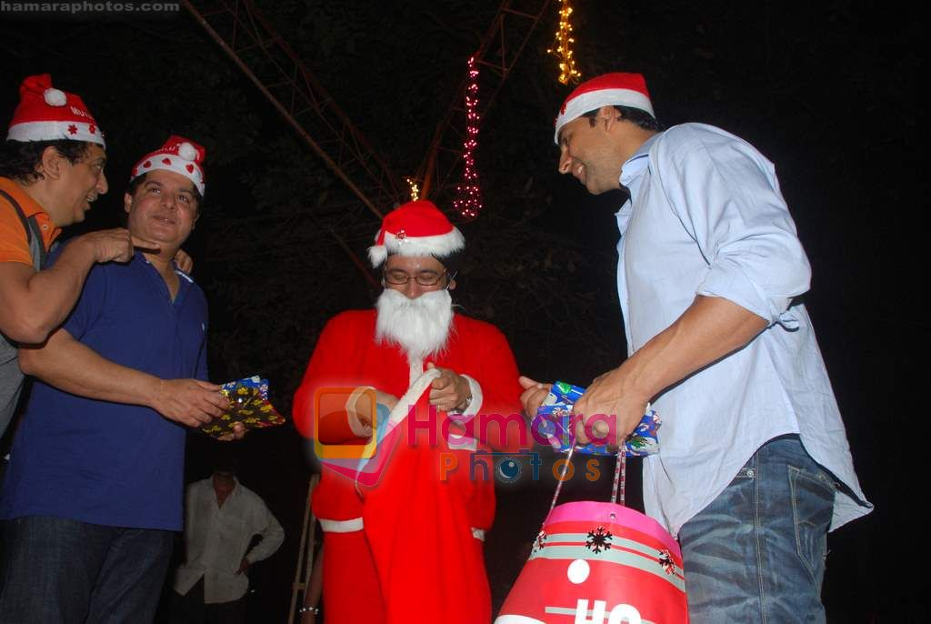 Sajid Khan, Akshay Kumar spend christmas with children of St Catherines in Andheri on 25th Dec 2010