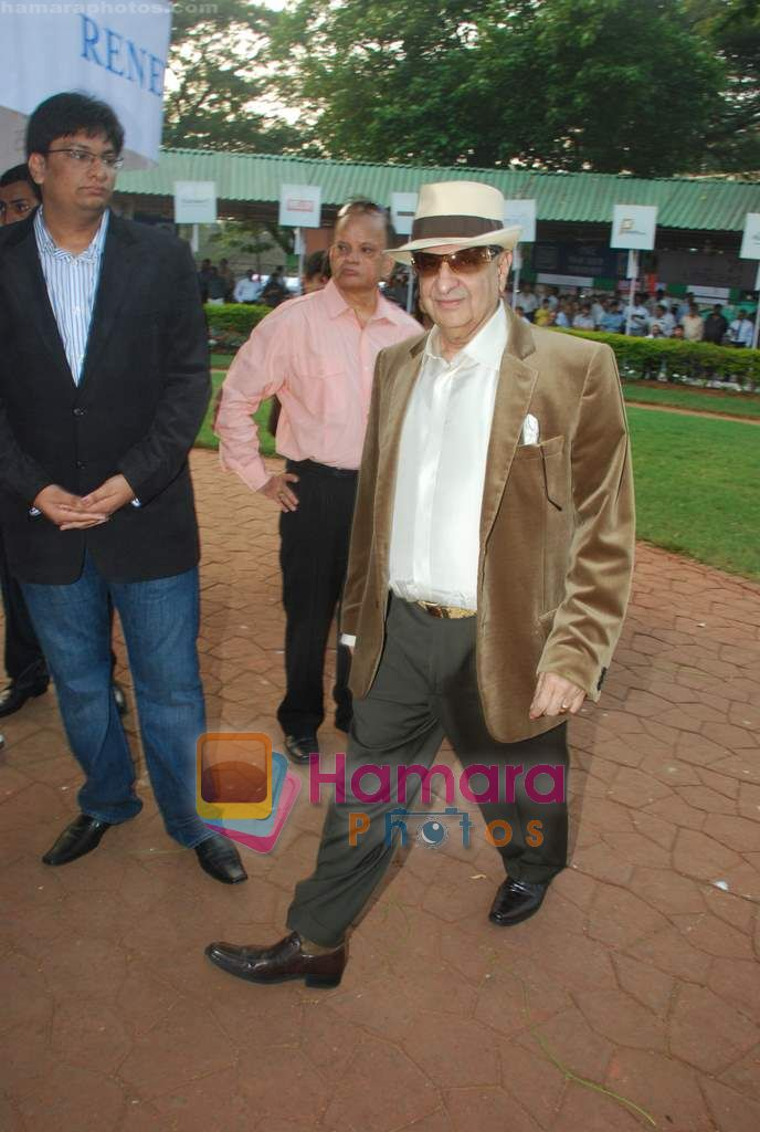 dr cyrus poonawala at Mid-day race in Mahalaxmi Race Course on 26th Dec 2010