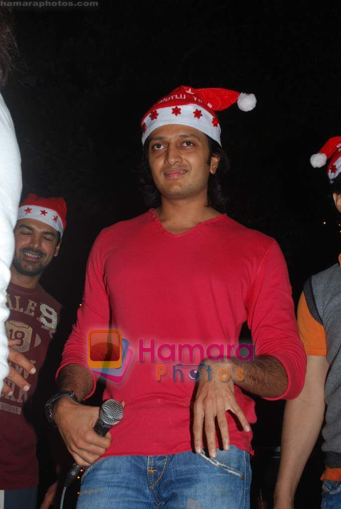 Ritesh Deshmukh spend christmas with children of St Catherines in Andheri on 25th Dec 2010