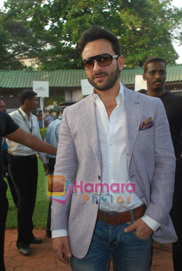 saif at Mid-day race in Mahalaxmi Race Course on 26th Dec 2010
