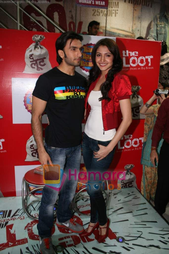 Ranveer Singh, Anushka Sharma at Loot store in Goregaon on 26th Dec 2010
