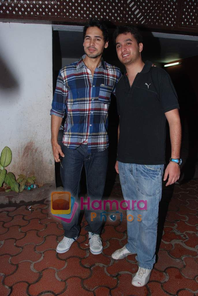 Dino Morea at Farah Ali Khan's bday bash in Juhu on 27th Dec 2010