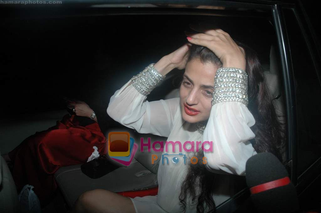 Amisha patel at Farah Ali Khan's bday bash in Juhu on 27th Dec 2010JPG