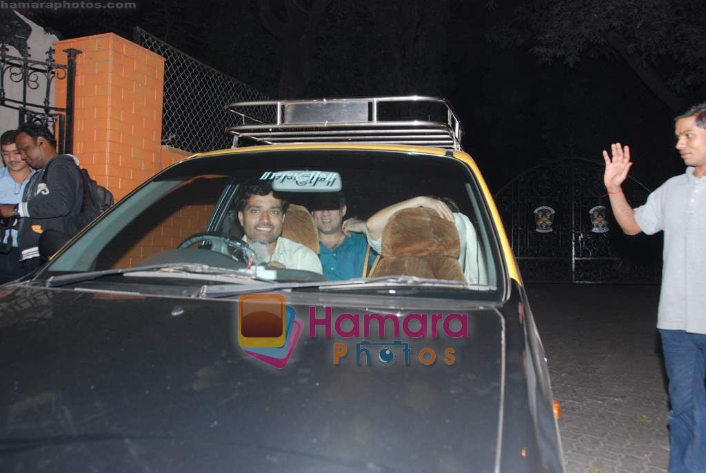 Faizal Khan, Aamir Khan, Kiran Rao snapped on occasion of their anniversary in Bandra on 28th Dec 2010