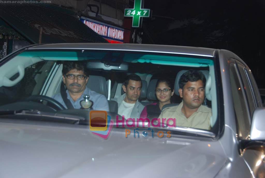 Aamir Khan, Kiran Rao snapped on occasion of their anniversary in Bandra on 28th Dec 2010