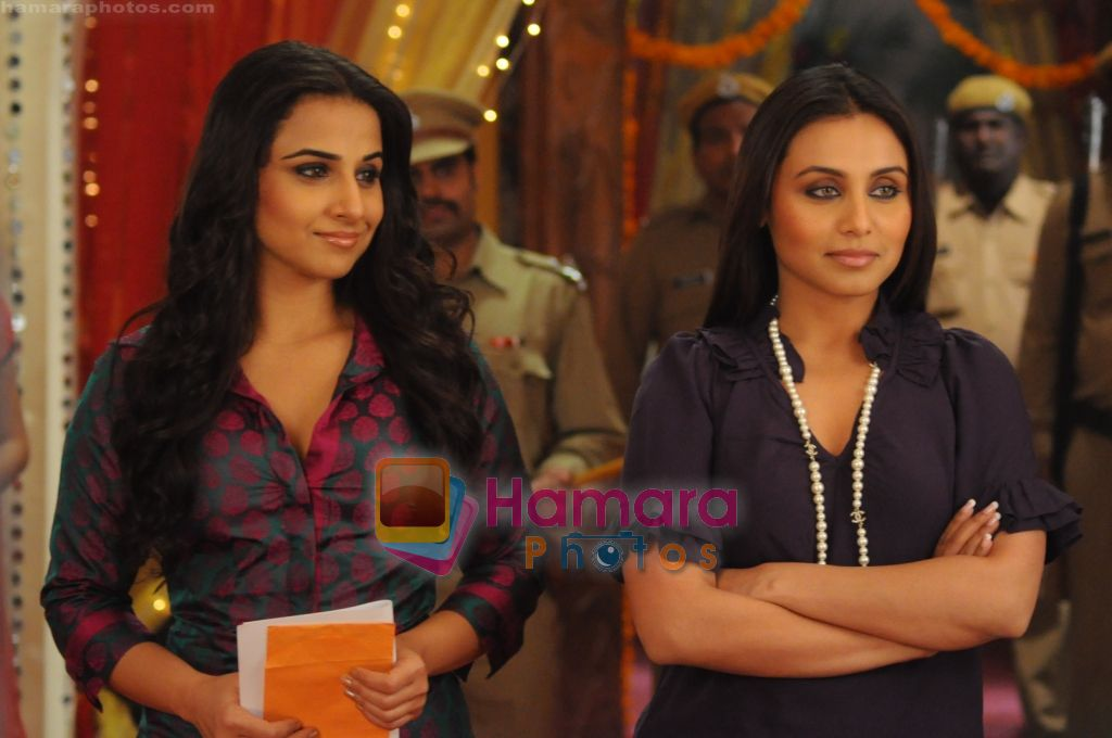Vidya Balan and Rani Mukherjee on sets of Na Aana Is Des Laado to promote No One Killed Jessica on 29th Dec 2010
