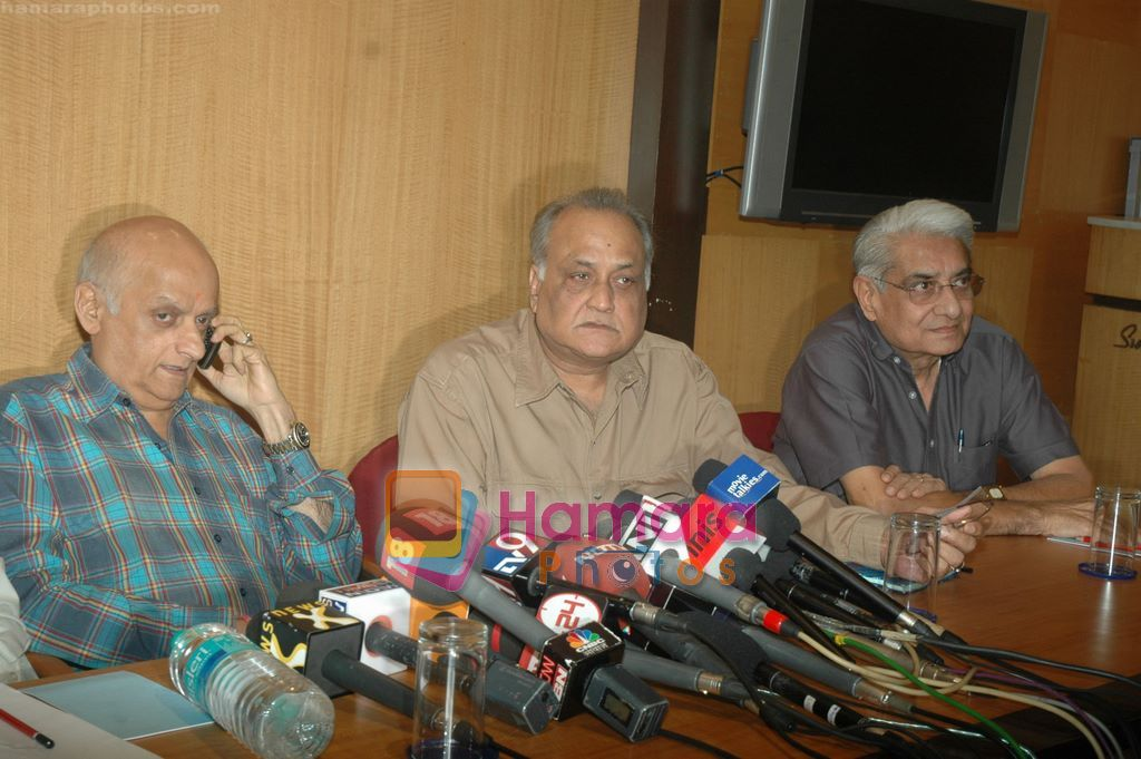 Ramesh Sippy, Mukesh Bhatt at Producers Guild meet in Sun N Sand, Mumbai on 28th Dec 2010