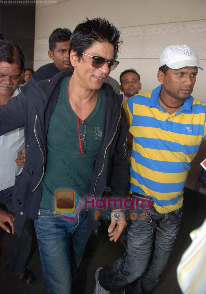 Shahrukh Khan goes to Dubai  on 30th Dec 2010