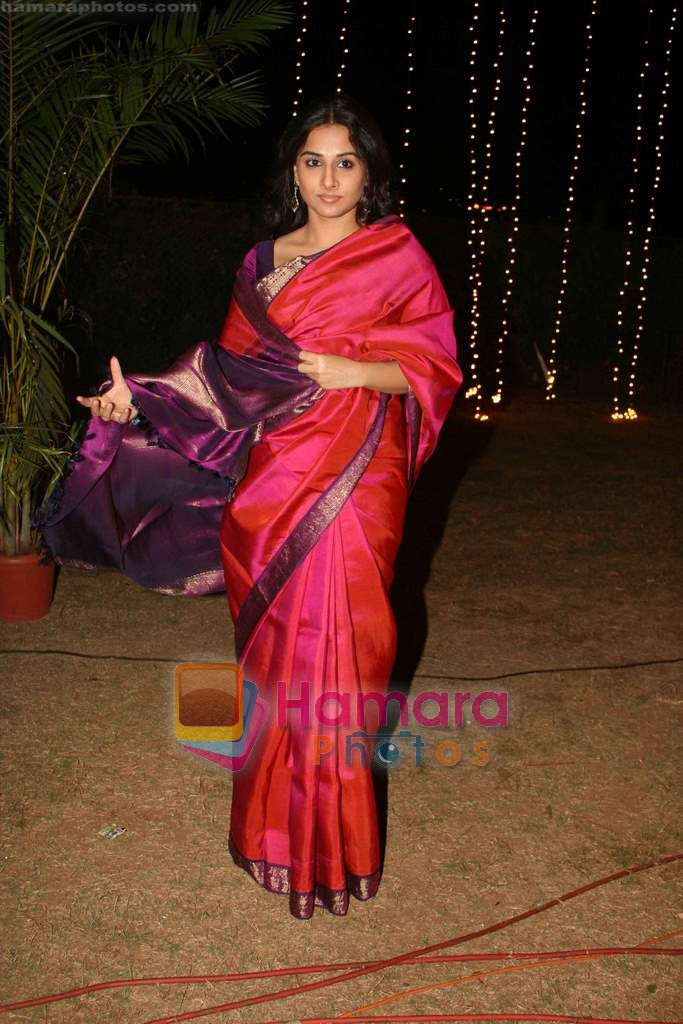 Vidya Balan at Sandesh Mayekar's daughter Shivani's wedding reception in Mahalaxmi Race Course on 8th Jan 2011