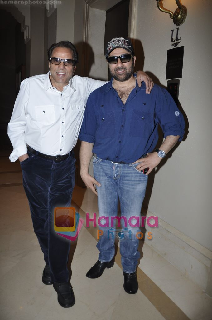 Dharmendra, Sunny Deol launch Ticketplease.com in J W Marriott, Mumbai on 10th Jan 2011