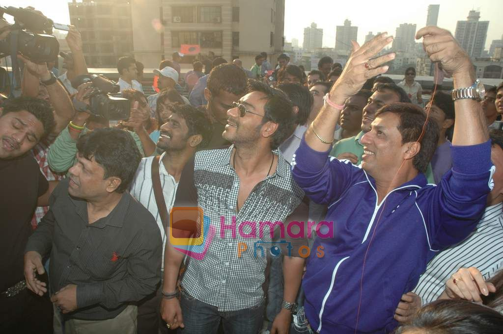 Ajay Devgan, Madhur Bhandarkar at Dil to Baccha Hai Ji kite flying event in Big FM, Andheri on 12th Jan 2011