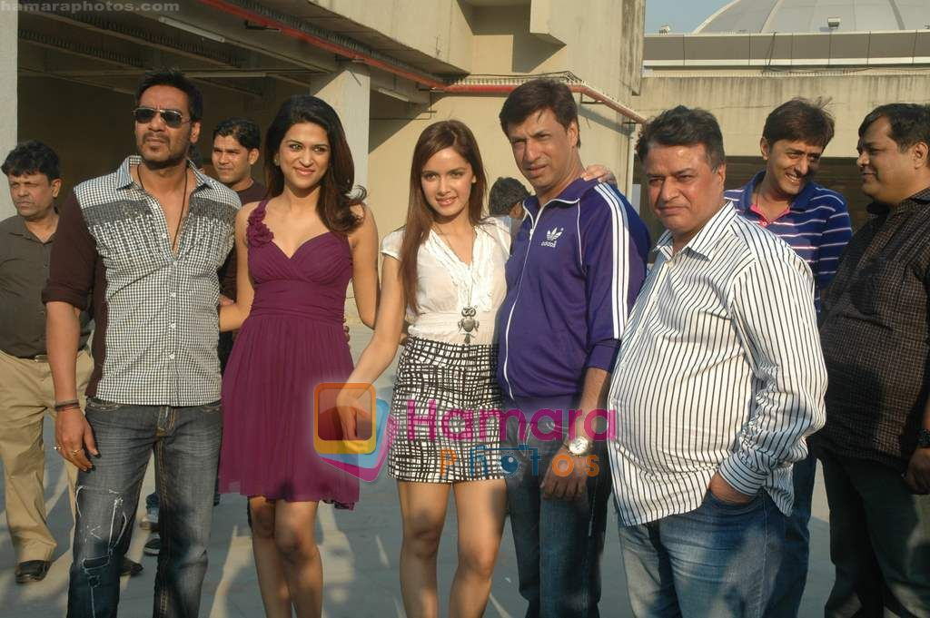 Kumar Mangat Pathak, Shraddha Das, Shazahn Padamsee, Ajay Devgan, Madhur Bhandarkar at Dil to Baccha Hai Ji kite flying event in Big FM, Andheri on 12th Jan 2011