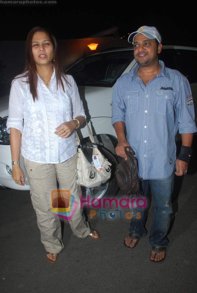 Sajid leave for Zee Awards in Singapore in Mumbai Airport on 12th Jan 2011