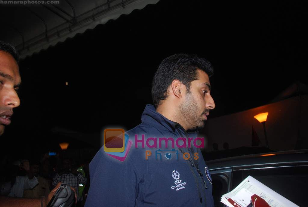 Abhishek Bachchan leave for Zee Awards in Singapore in Mumbai Airport on 12th Jan 2011