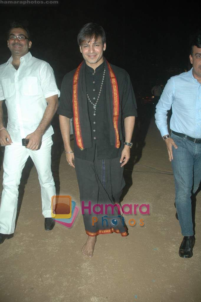 Vivek Oberoi at Sri Ravi Shankar's Youth concert in Andheri Sports Complex on 12th Jan 2011