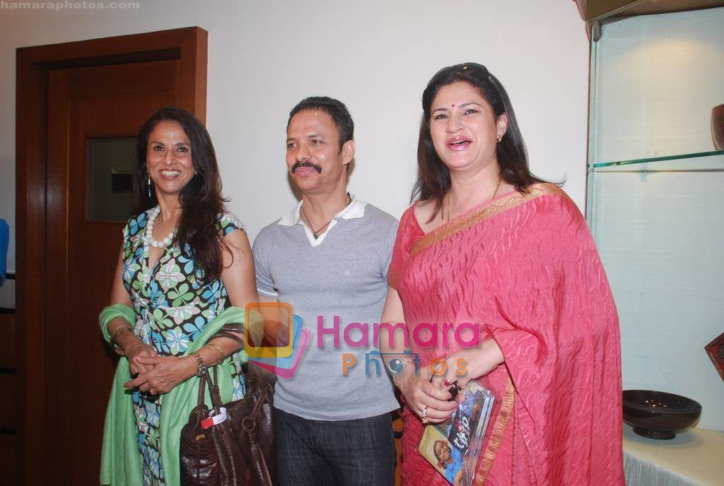 Shobha De, Kunika promote Mumbai Marathon in Trident on 13th Jan 2011