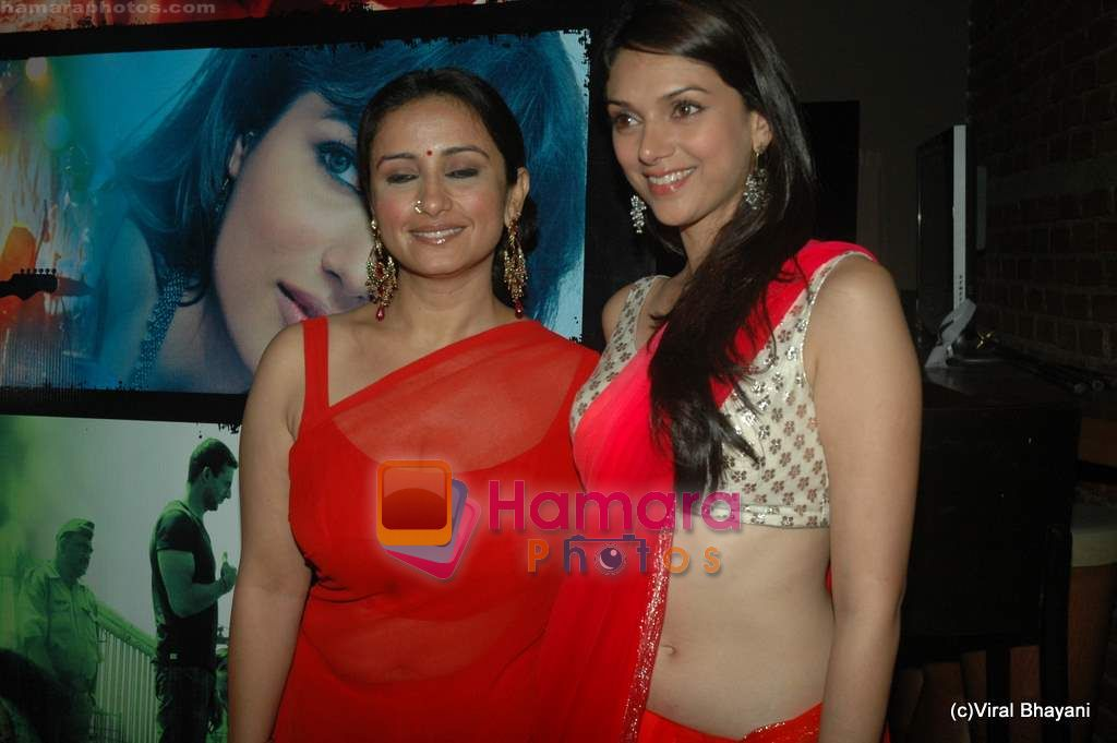 Divya Dutta, Aditi Rao Hydari at Yeh Saali Zindagi music launch in Marimba Lounge on 13th Jan 2011