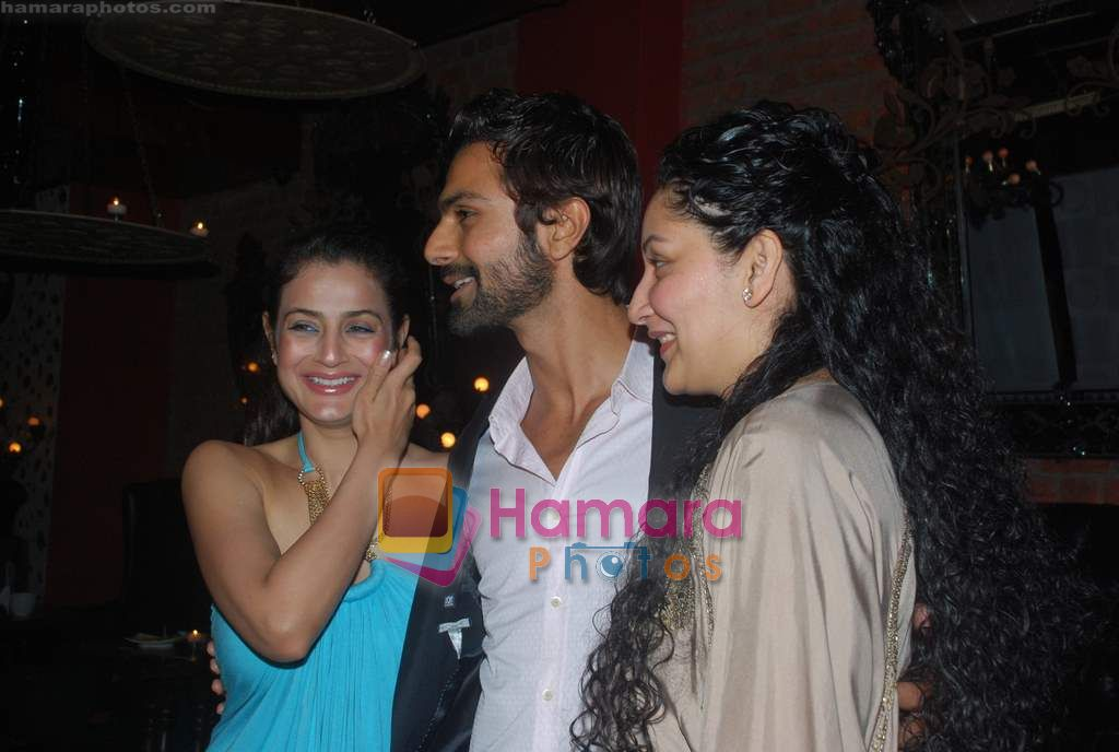Amisha Patel, Ashmit Patel, Manyata Dutt at Ashmit Patel's birthday bash in Veda on 13th Jan 2011