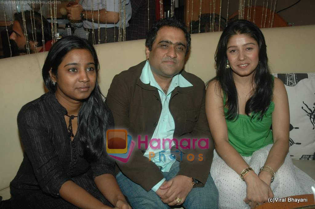 Sunidhi Chauhan, Kunal Ganjawala at Yeh Saali Zindagi music launch in Marimba Lounge on 13th Jan 2011
