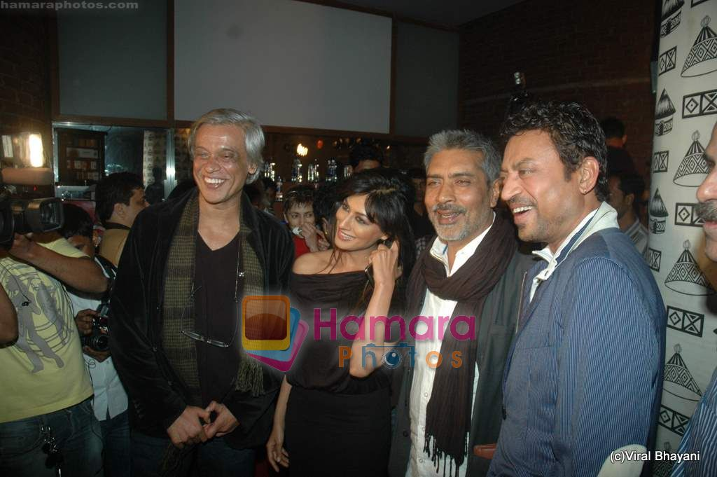 Sudhir Mishra, Chitrangda Singh, Prakash Jha, Irrfan Khan at Yeh Saali Zindagi music launch in Marimba Lounge on 13th Jan 2011