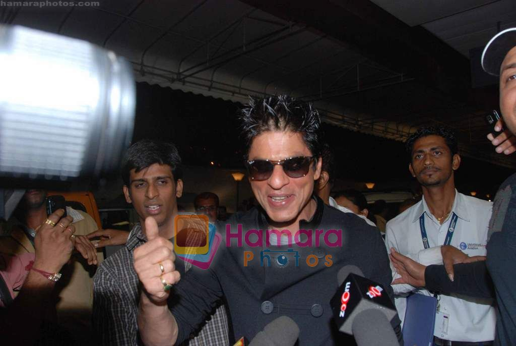 Shahrukh Khan leave for Singapore in International Airport, Mumbai on 13th Jan 2011