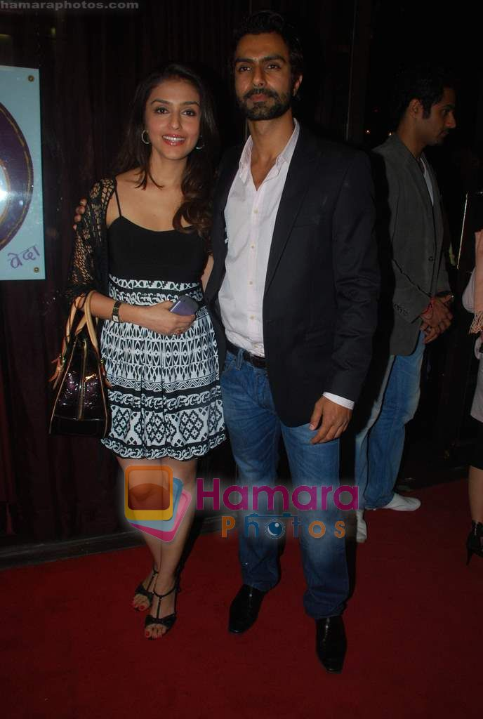 Aarti Chhabria, Ashmit Patel at Ashmit Patel's birthday bash in Veda on 13th Jan 2011