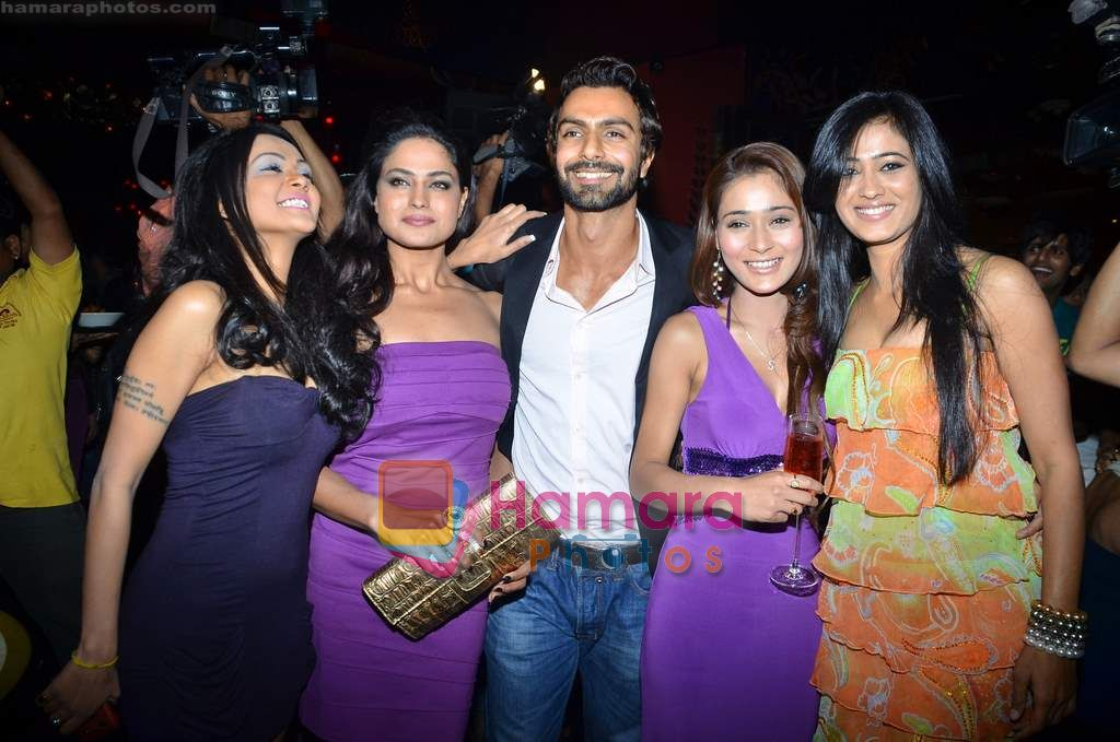 Shweta Tiwari, Ashmit Patel, Veena Malik, Sara Khan, Sakshi Pradhan at Ashmit Patel's birthday bash in Veda on 13th Jan 2011