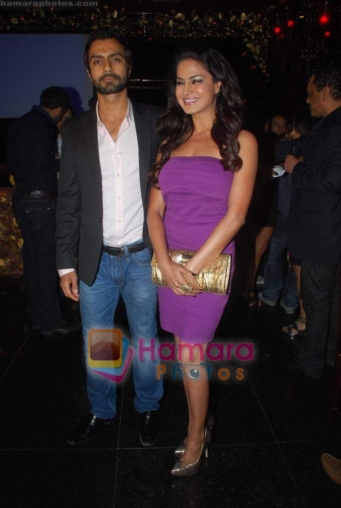 Veena Malik, Ashmit Patel at Ashmit Patel's birthday bash in Veda on 13th Jan 2011