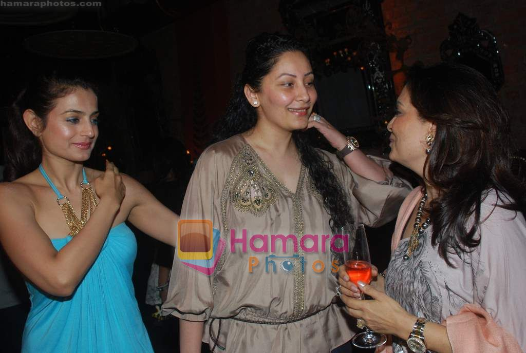 Amisha Patel, Manyata Dutt at Ashmit Patel's birthday bash in Veda on 13th Jan 2011