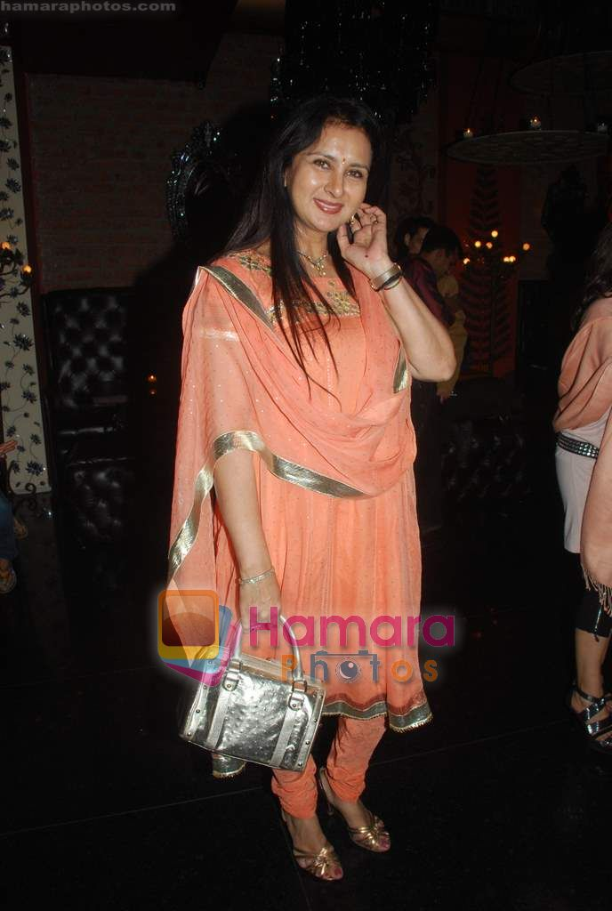 Poonam Dhillon at Ashmit Patel's birthday bash in Veda on 13th Jan 2011