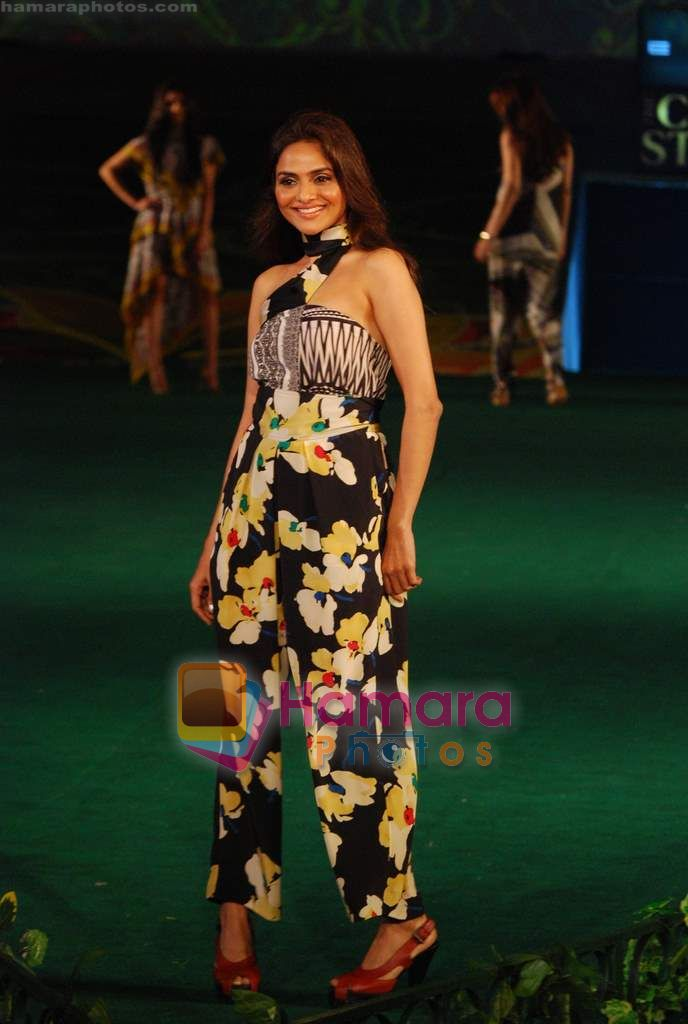 Madhoo Shah at Day 1 of Chivas Studiio in Mahalaxmi Race Course on 14th Jan 2011
