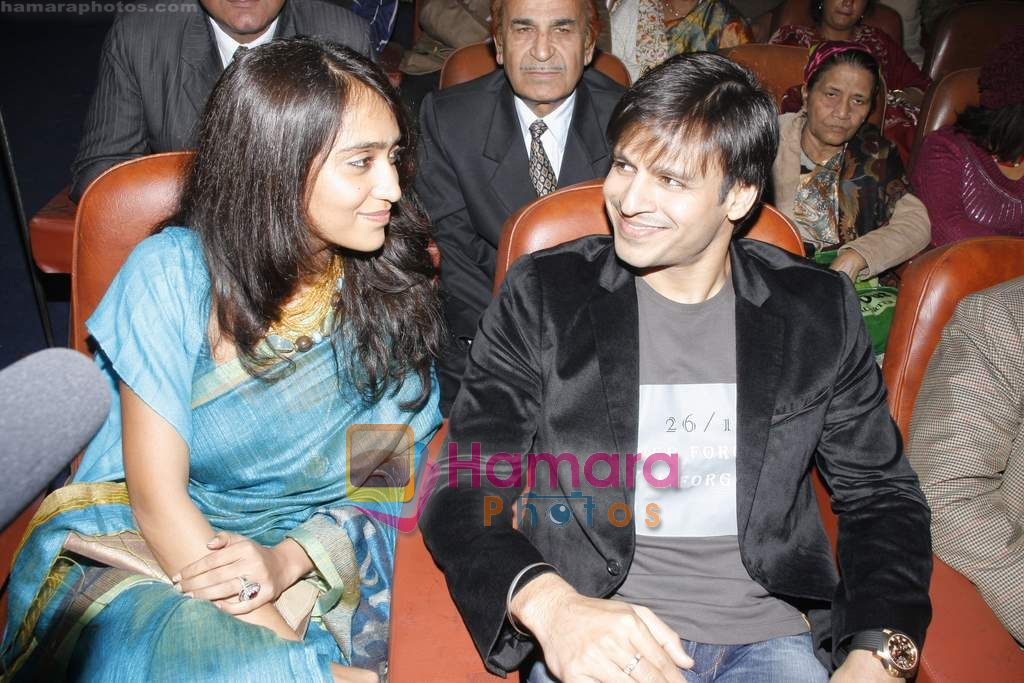 Vivek Oberoi at Aurogold tribute event for friends we lost at terror attacks in Delhi on 1th Jan 2011