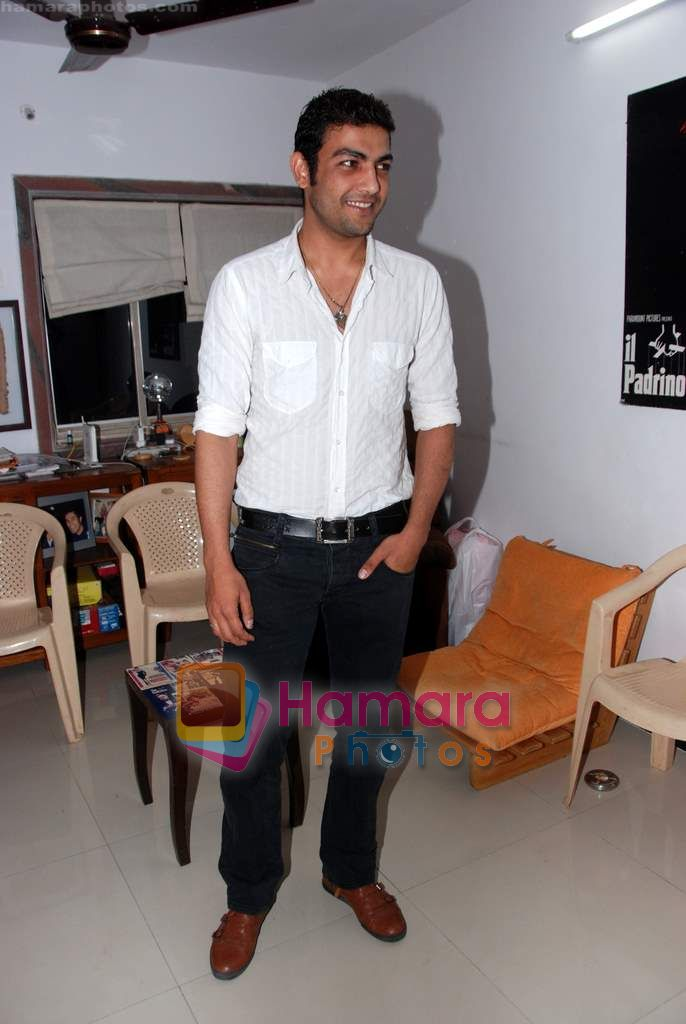 Pravesh Rana at Saheb Biwi Aur gangster wrap up party in Andheri on 4th Feb 2011