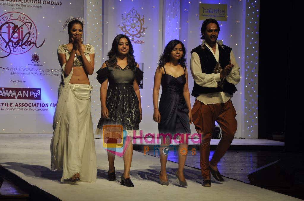 Model Walk The Ramp At The Annual Sndt College Fashion Showcase In St Andrews Bandra Mumbai On 23rd Feb 2011 Fashion Events Bollywood Photos