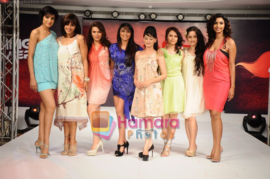 Jesse Randhawa, Manasi Scott, Aashka Goradia, Shweta Salve, Mahi Vij, Sanjeeda Sheikh, Sheetal Mallar, Sandhya Shetty walk for 109 F launch in Mayfair Rooms, Mumbai on 5th April 2011