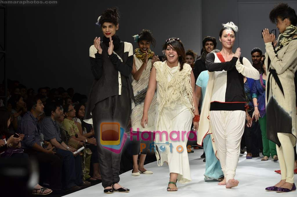 Model walks the ramp for Urvashi Kaur show on Wills Lifestyle India Fashion Week 2011 - Day 1 in Delhi on 6th April 2011